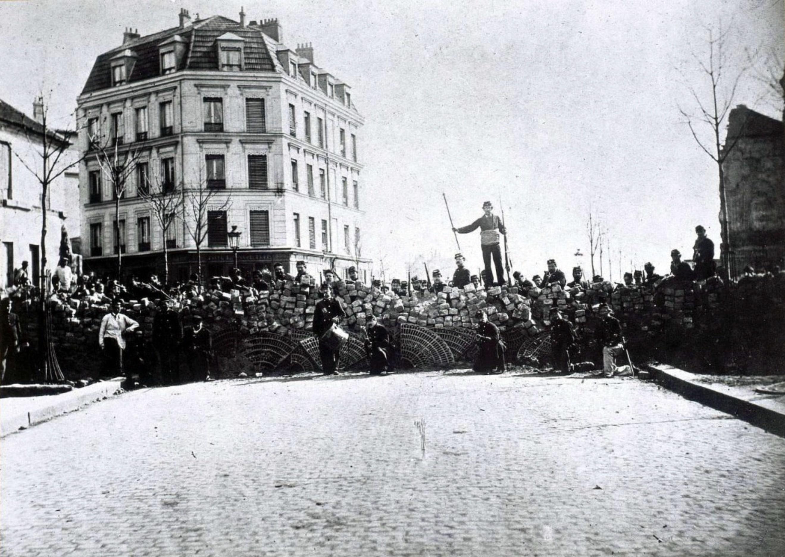 Barricade rue des Pyrénées en 1871
